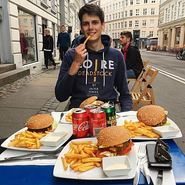 dinner_burger_fries